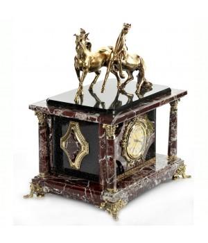Часы-сейф из яшмы и долерита с лошадками