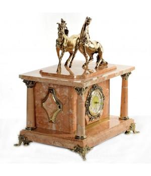 Часы-сейф из мрамора с лошадками