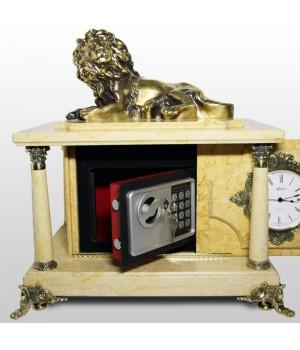 Часы-сейф из бежевого мрамора с львом