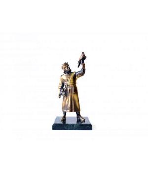 Охотник из бронзы на подставке из мрамора ОХ-001