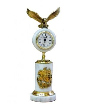 Часы из белого мрамора с орлом