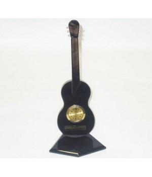Часы на подставке в виде гитары