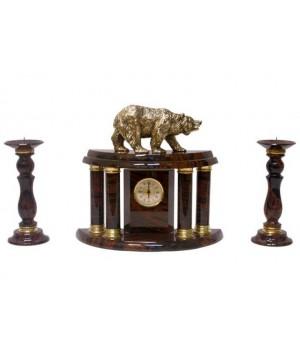 Часы, два подсвечника из обсидиана с медведем