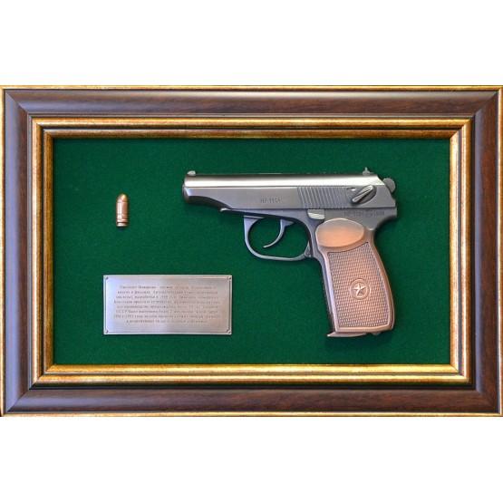 """Панно с пистолетом """"Макаров"""" в подарочной коробке"""