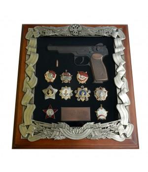 Деревянная ключница с пистолетом Стечкина и наградами СССР
